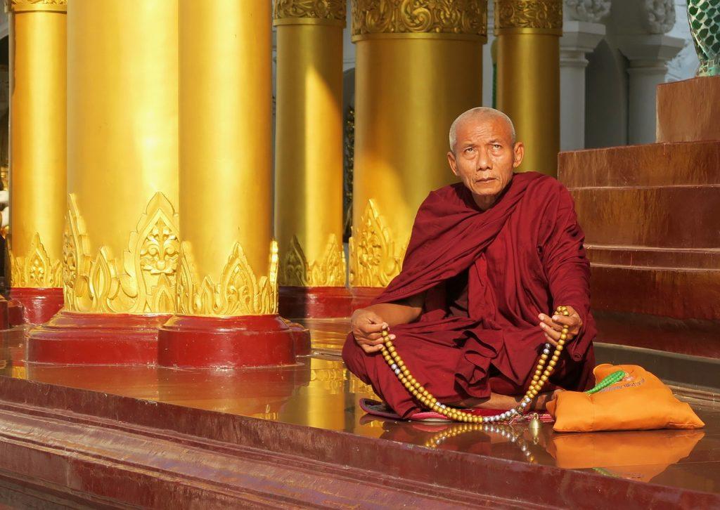 buddha karkötő férfi